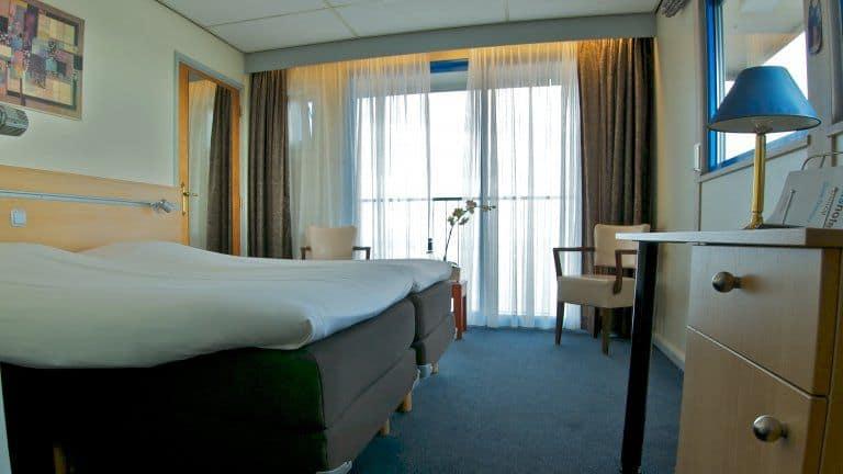 Hotelkamer van Eemshotel in Delfzijl, Groningen, Nederland