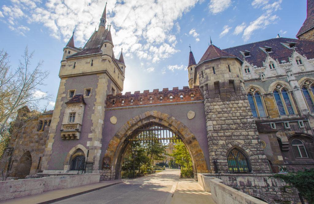 Ingang van de Vajdahunyaburcht in Boedapest, Hongarije
