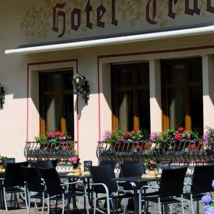 Terras van Hotel Traube Löf in Löf, Duitsland