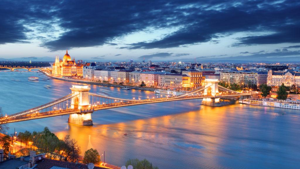 Uitzicht over Boedapest in de avond