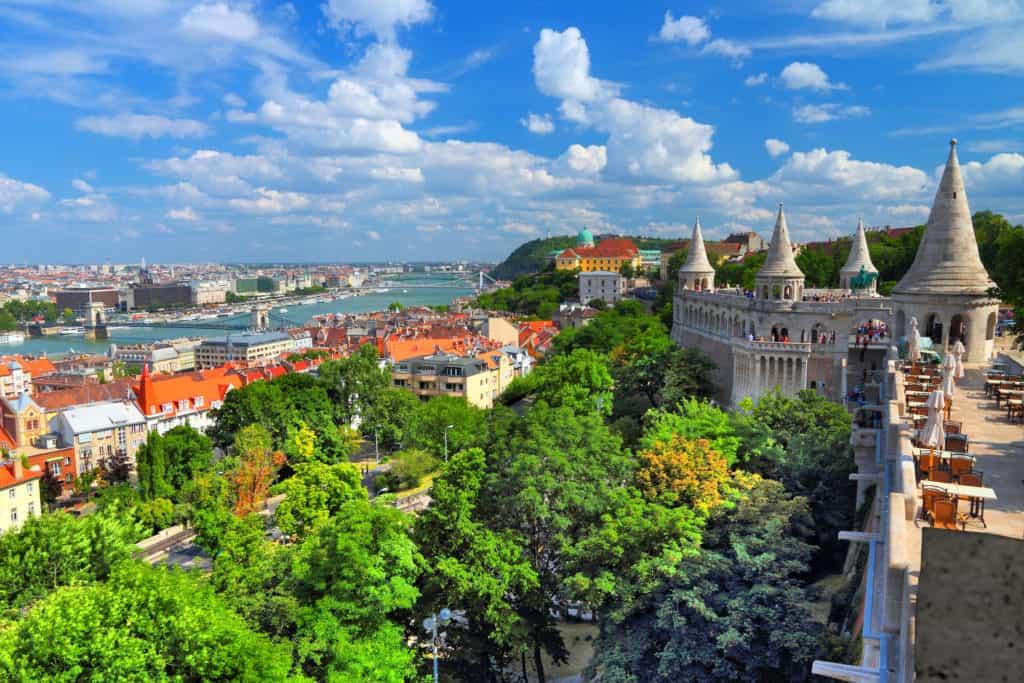 Uitzicht over Boedapest vanaf het Vissersbastion in Boedapest, Hongarije