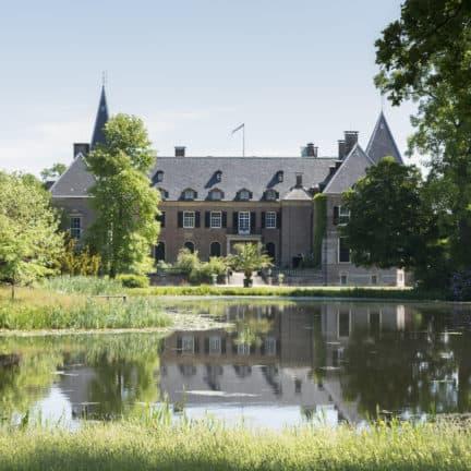 Uitzicht op kasteel Twickel in Delden, Overijssel
