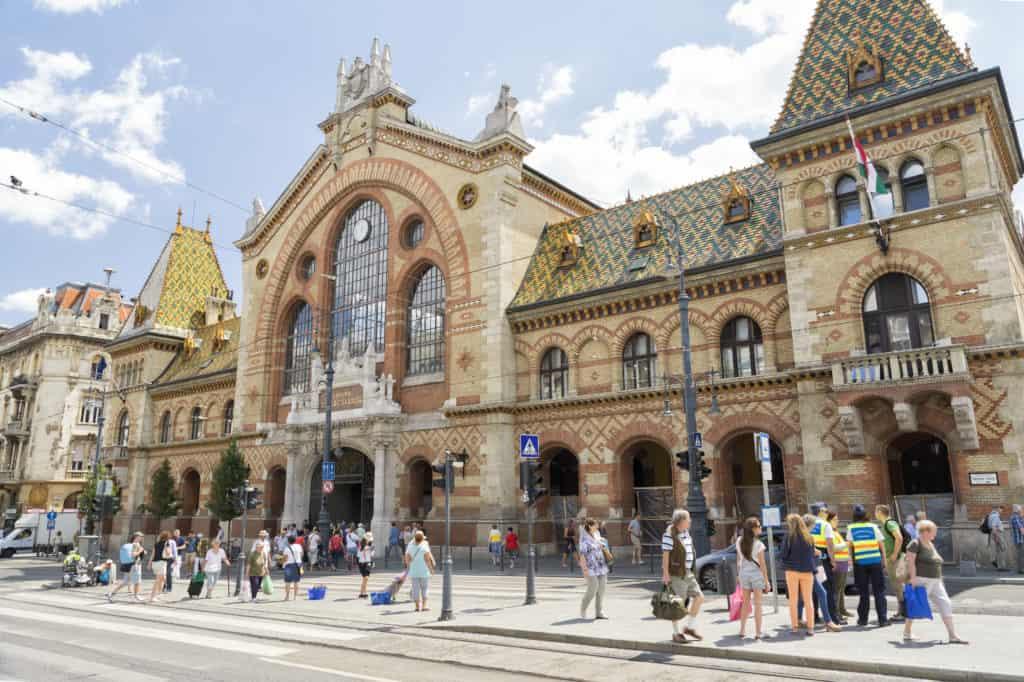 Voorzijde van de Grote Markthal in Boedapest, Hongarije