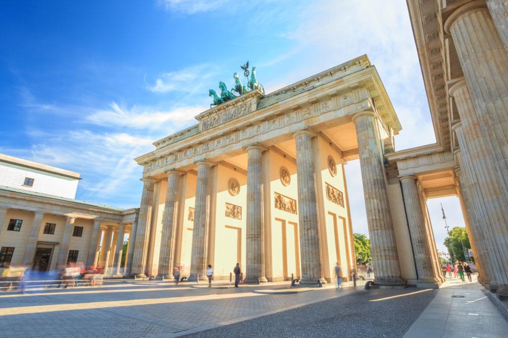 Zonsondergang bij de Brandenburger Tor in Berlijn, Duitsland