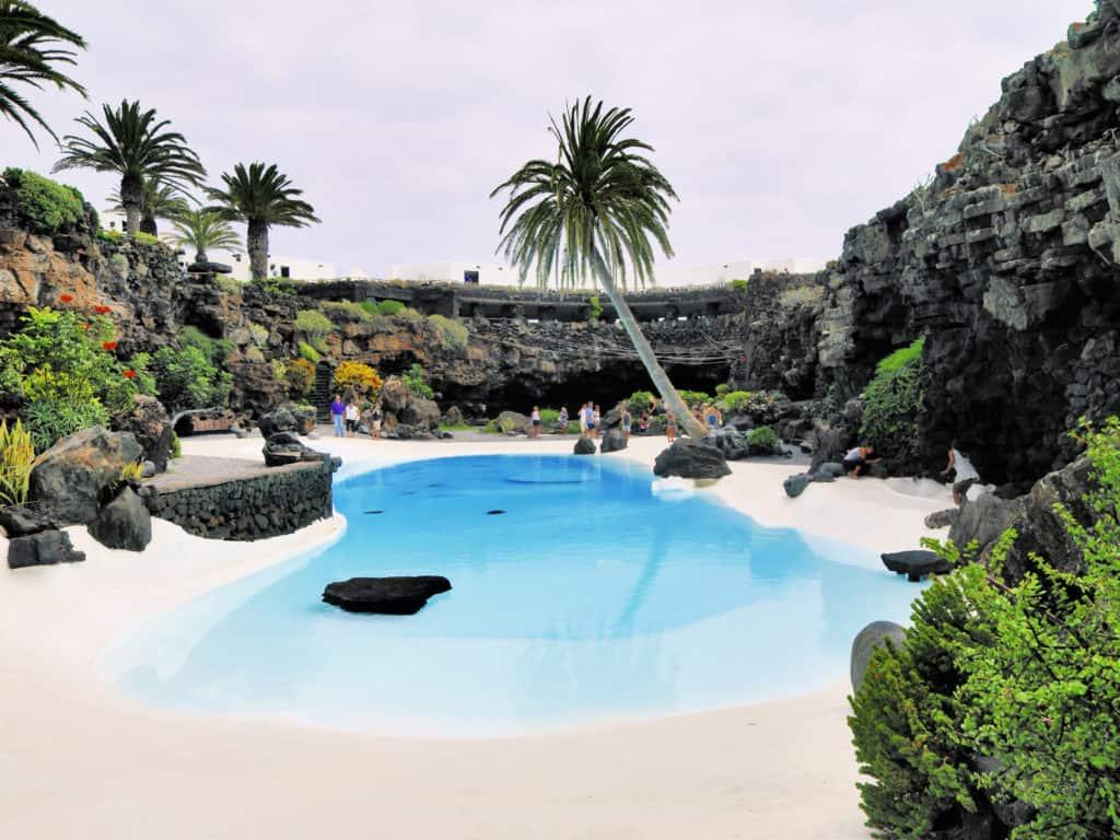 Zwembad van César Manrique bij Jameos del Agua op Lanzarote