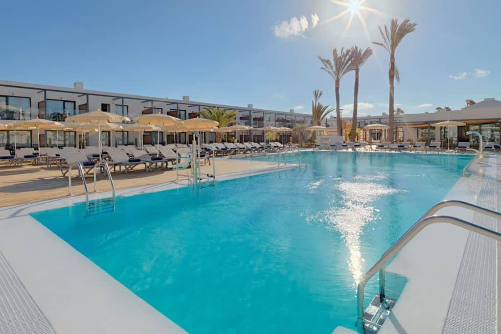 Zwembad van H10 Ocean Dreams in Corralejo, Fuerteventura, Spanje
