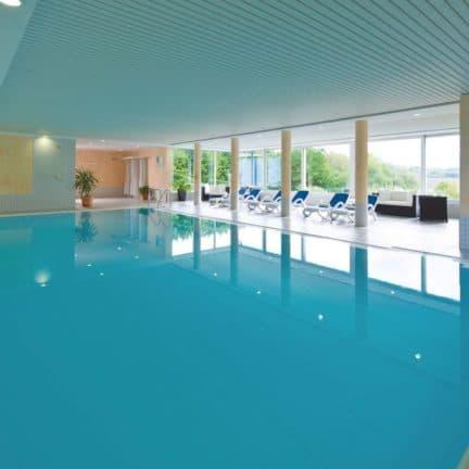 Zwembad van Seehotel am Stausee in Gerolstein, Rijnland-Palts, Duitsland