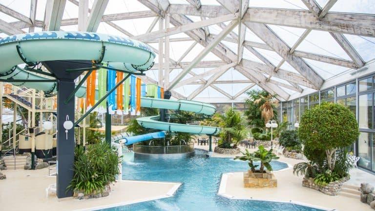 Zwembad van Vakantiepark Hambachtal in Oberhambach, Rijnland-Palts, Duitsland