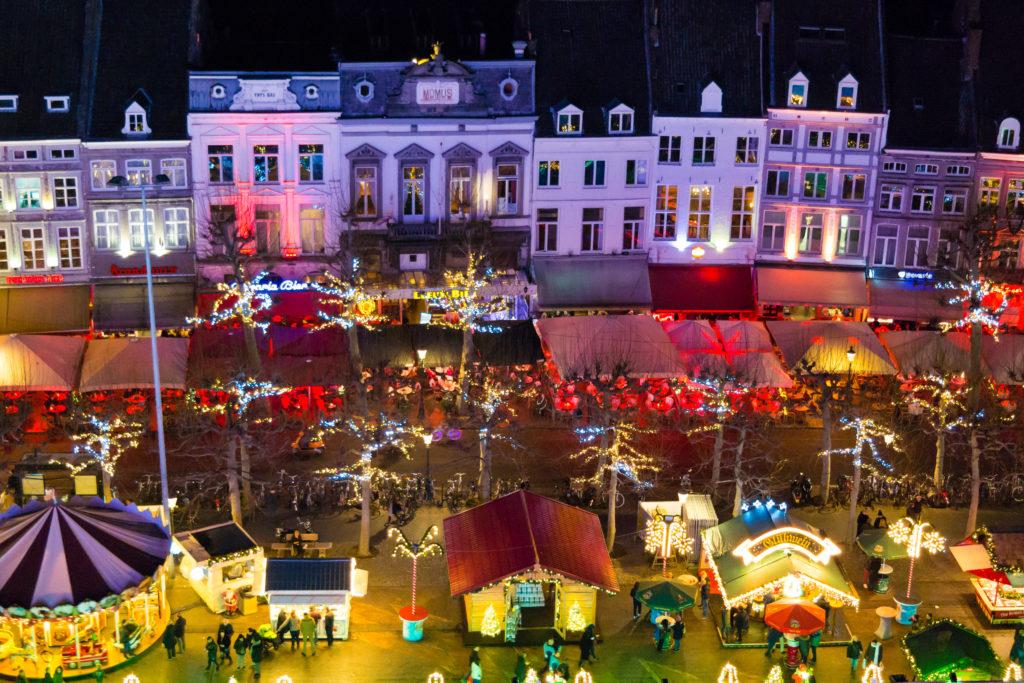 Kerstmarkt op het Vrijthof in Maastricht, Limburg
