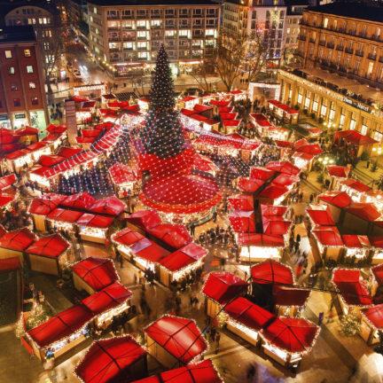 bovenaanzicht kerstmarkt keulen duitsland