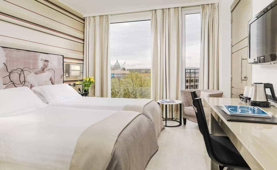 Hotelkamer van H10 London Waterloo in Londen, Engeland, Verenigd Koninkrijk