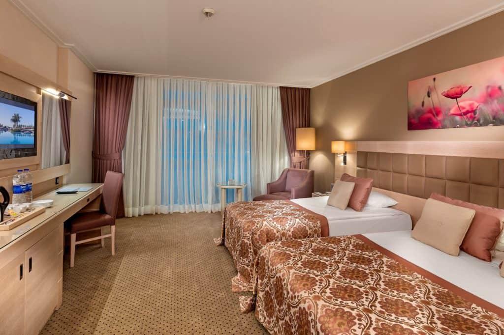 Hotelkamer van Miracle Resort in Lara Beach, Turkse Rivièra, Turkije