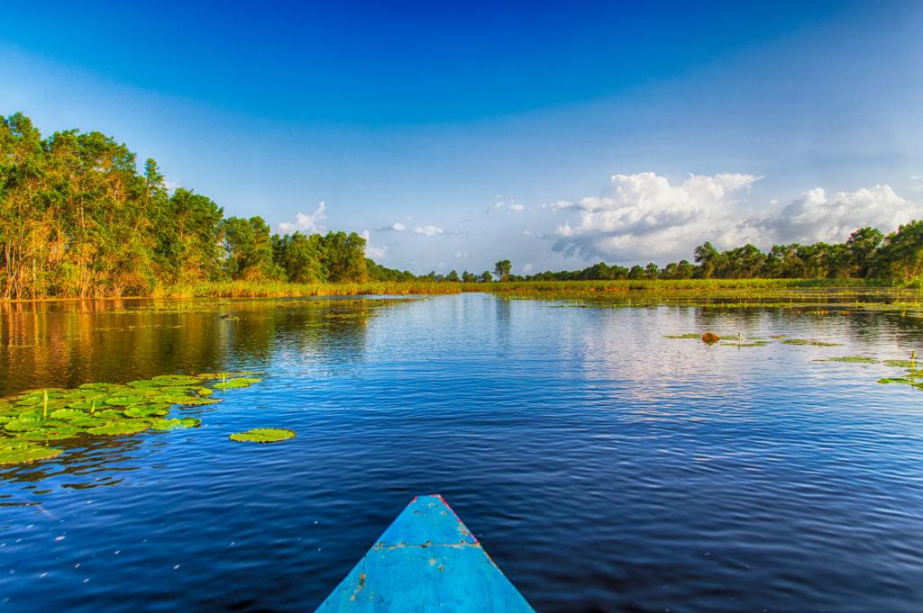 Kano op de Surinamerivier in Suriname