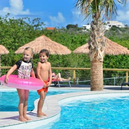Kinderen van Morena Eco Resort in Jan Thiel Baai, Curaçao, Curaçao