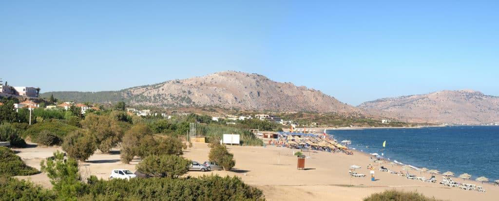 Strand van Kiotari op Rhodos in Griekenland