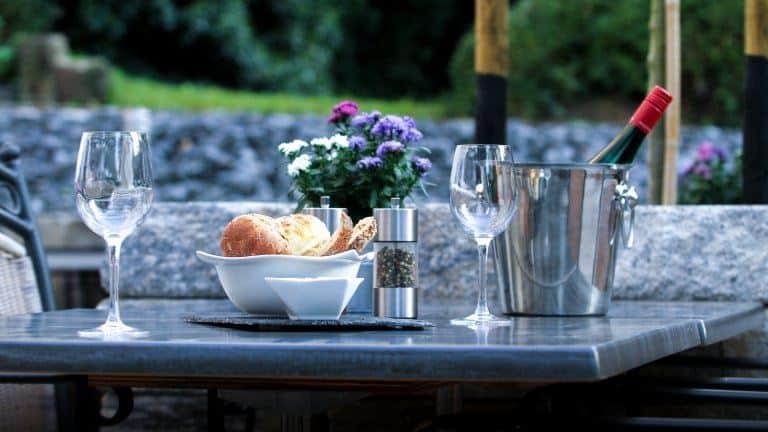 terras van Hotel Restaurant Lekker in Neumagen-Dhron, Rijnland-Palts, Duitsland
