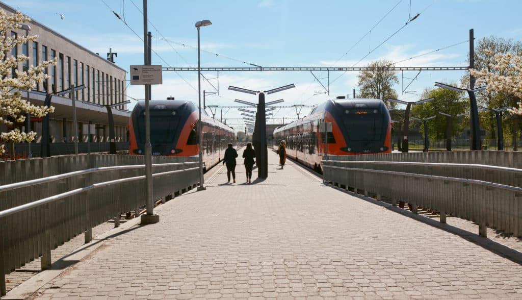 Trein op het station van Tallinn in Estland, Baltische Staten