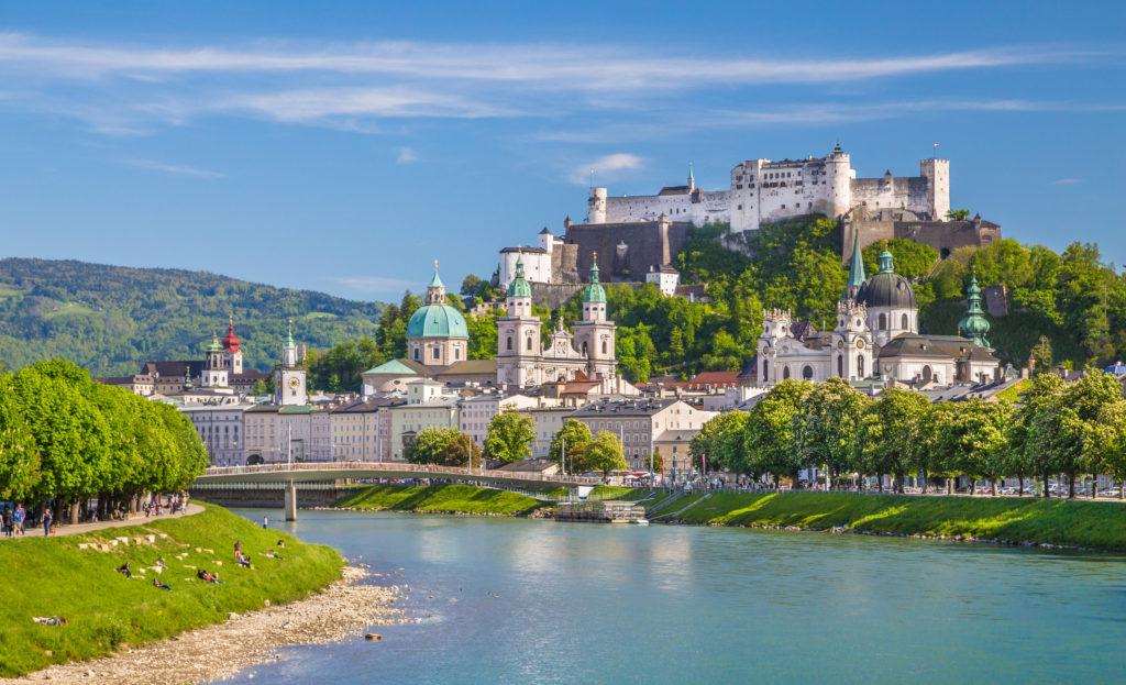 Uitzicht op de Hohensalzburg vesting in Salzburg, Oostenrijk