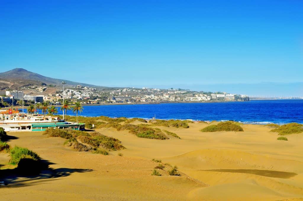 Uitzicht op het strand van Playa del Ingles op Gran Canaria, Spanje