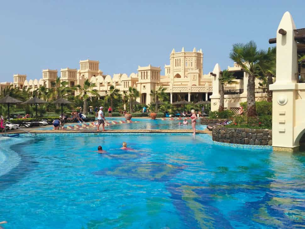 Zwembad van Hotel Riu Touareg in Praia Lacacao, Boa Vista, Kaapverdië