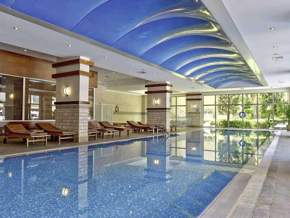 Binnenzwembad van Hotel Side Star Park in Side, Turkse Rivièra, Turkije