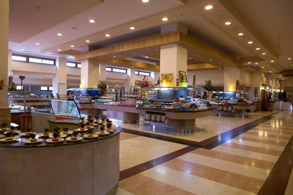 Buffetrestaurant van Fame Residence Lara & Spa in Lara Beach, Turkse Rivièra, Turkije