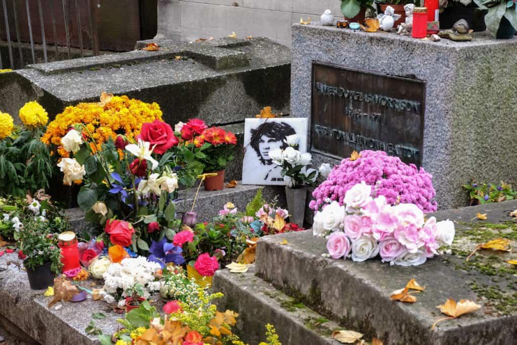 Graf van Jim Morrison op Pere Lachaise in Parijs, Frankrijk
