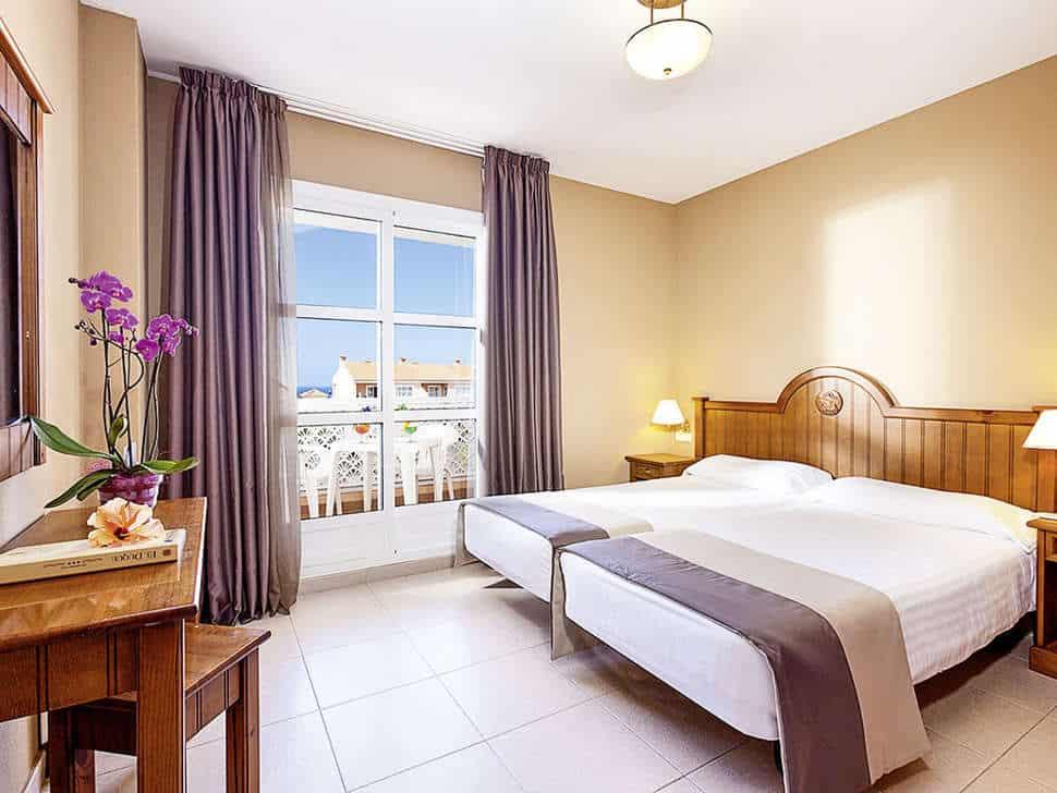 Hotelkamer van Aparthotel El Duque in Costa Adeje, Tenerife, Spanje
