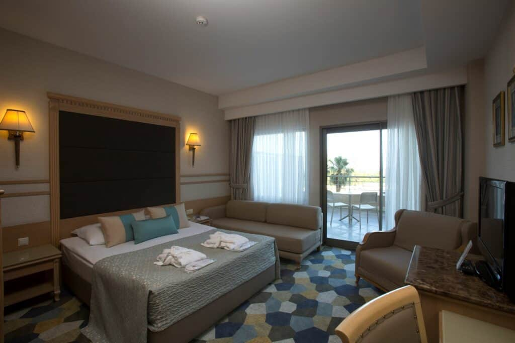 Hotelkamer van Fame Residence Lara & Spa in Lara Beach, Turkse Rivièra, Turkije