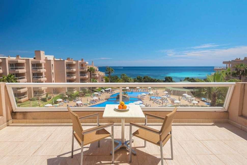 Uitzicht van Tropic Garden Hotel Apartments in Santa Eulalia del Río, Ibiza, Spanje