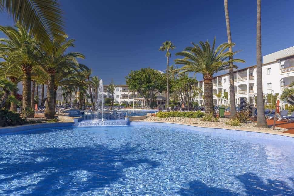 Zwembad van Alcudia Garden Aparthotel in Alcúdia, Mallorca, Spanje