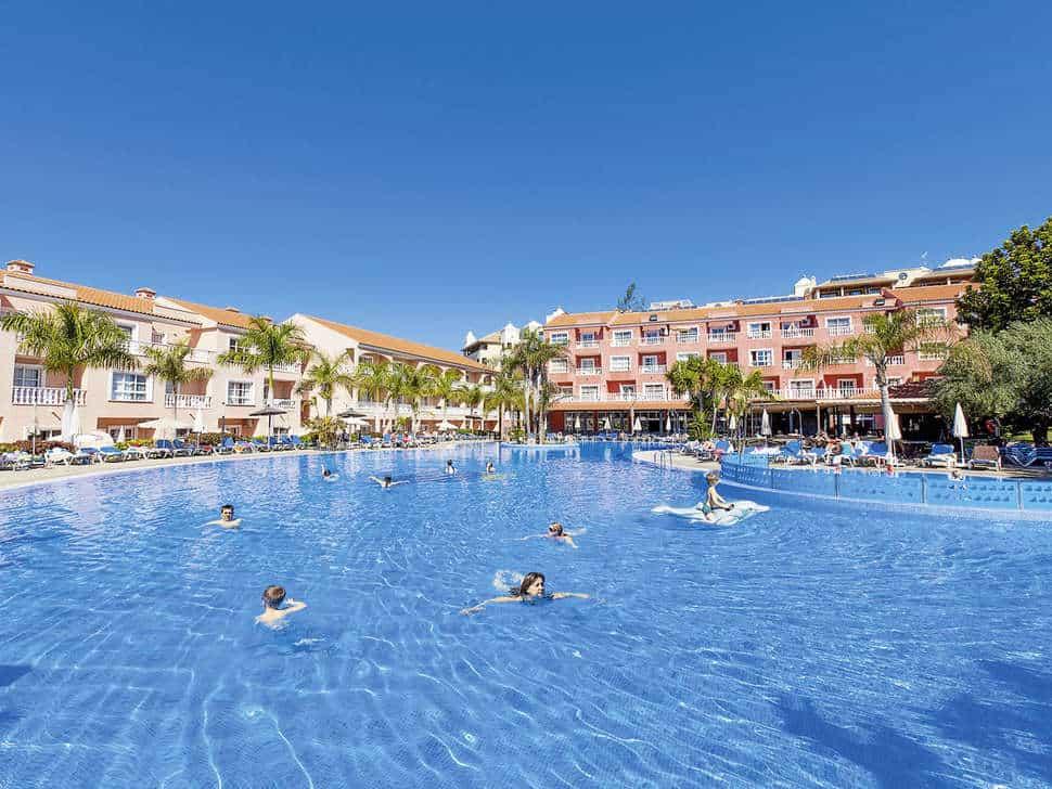 Zwembad van Aparthotel El Duque in Costa Adeje, Tenerife, Spanje