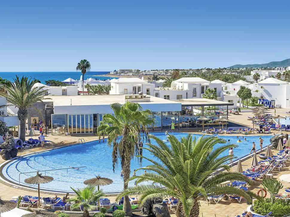 Zwembad van Floresta Aparthotel in Puerto del Carmen, Lanzarote, Spanje