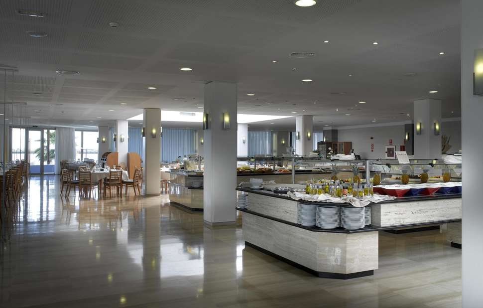 Buffetrestaurant van Grand Palladium Palace Ibiza Resort & Spa in Playa d'en Bossa, Ibiza, Spanje
