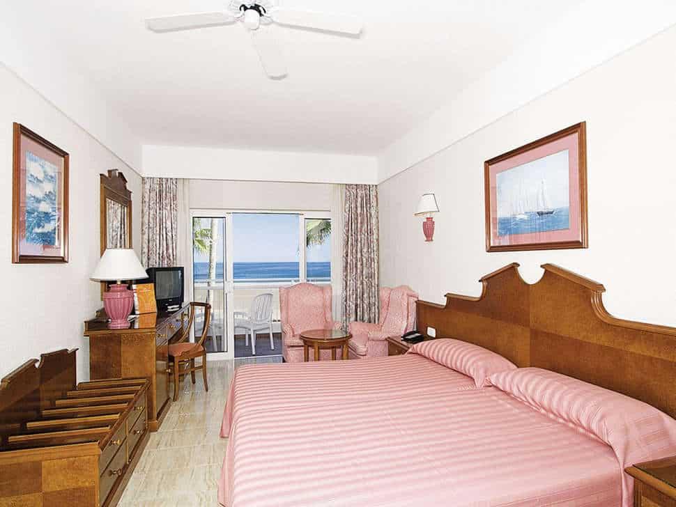 Hotelkamer van RIU Paraiso Lanzarote Resort in Puerto del Carmen, Lanzarote, Spanje