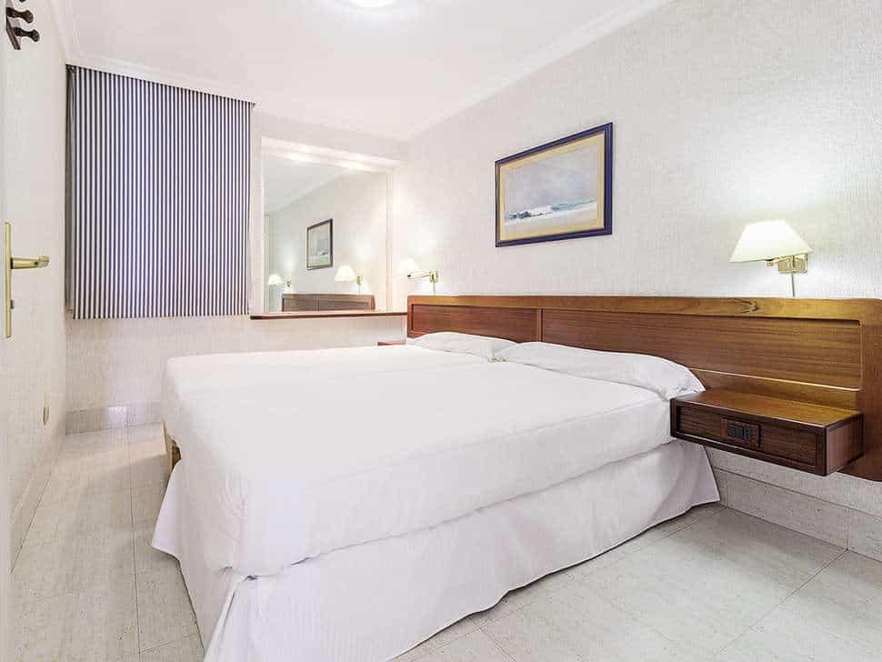 Slaapkamer van appartement van Appartementen Fariones in Puerto del Carmen, Lanzarote, Spanje