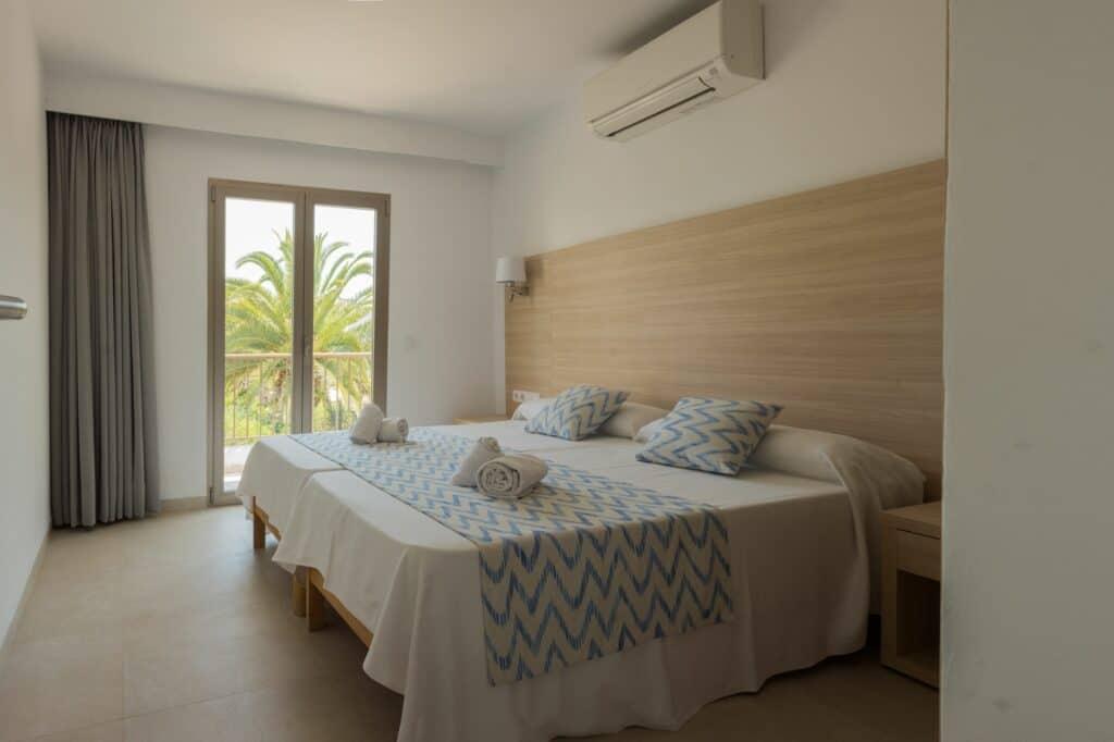 Slaapkamer van appartement van Appartementen Playa Ferrera in Cala d'Or, Mallorca, Spanje