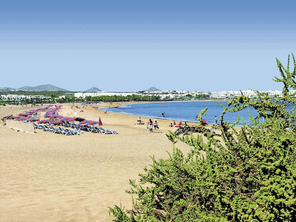 Strand bij Appartementen Fariones in Puerto del Carmen, Lanzarote, Spanje