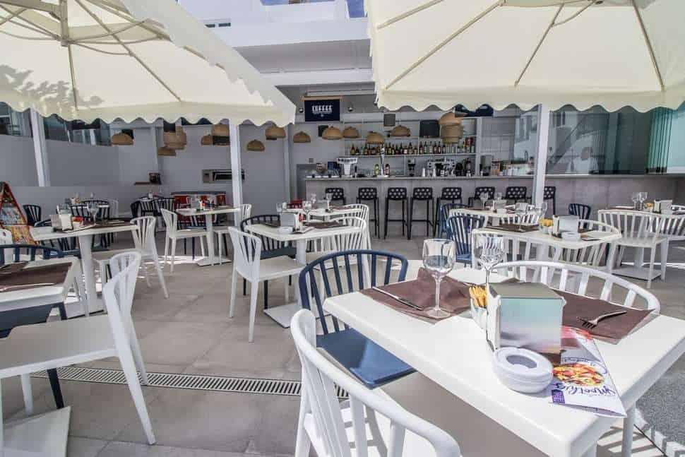 Terras van Guinate Club in Puerto del Carmen, Lanzarote, Spanje
