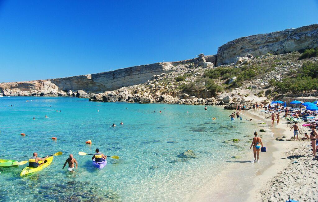 Uitzicht op Paradise Bay op Malta