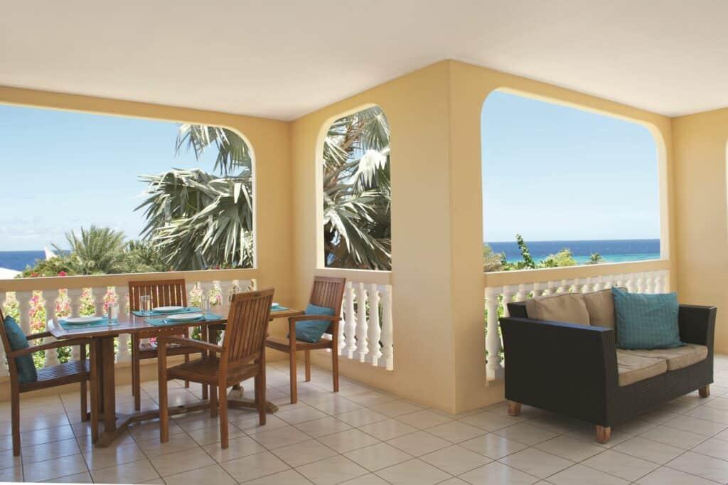Uitzicht van een villa van Livingstone Jan Thiel Resort in Jan Thiel Baai, Curaçao, Curaçao