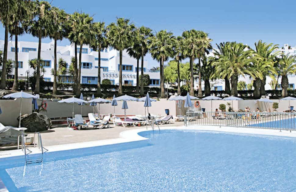 Zwembad van Aparthotel Costa Mar in Puerto del Carmen, Lanzarote, Spanje