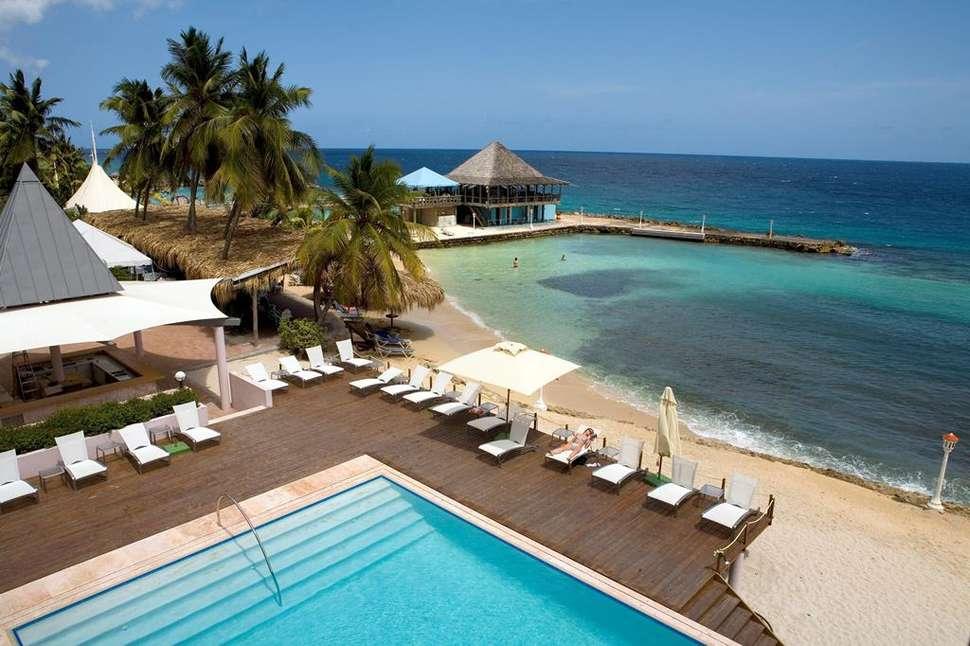 Zwembad van Avila Beach Hotel in Willemstad, Curaçao, Curaçao