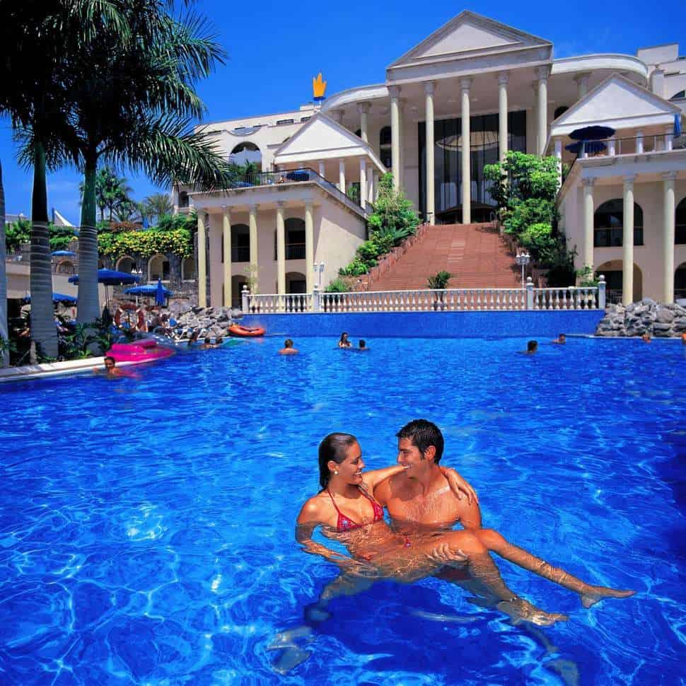 Zwembad van Bahia Princess in Costa Adeje, Tenerife, Spanje