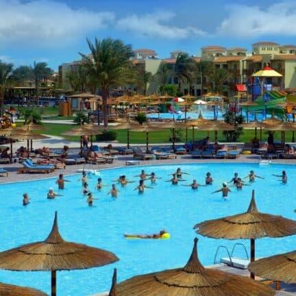 Zwembad van Dana Beach Resort in Hurghada, Rode Zee, Egypte