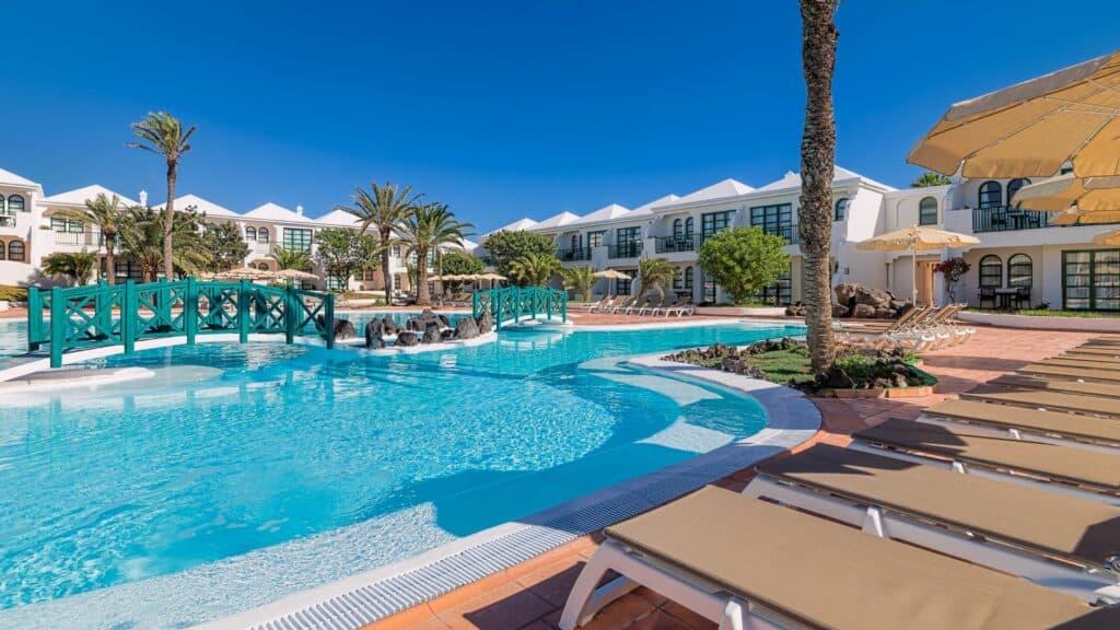 Zwembad van H10 Ocean Suites in Corralejo, Fuerteventura, Spanje