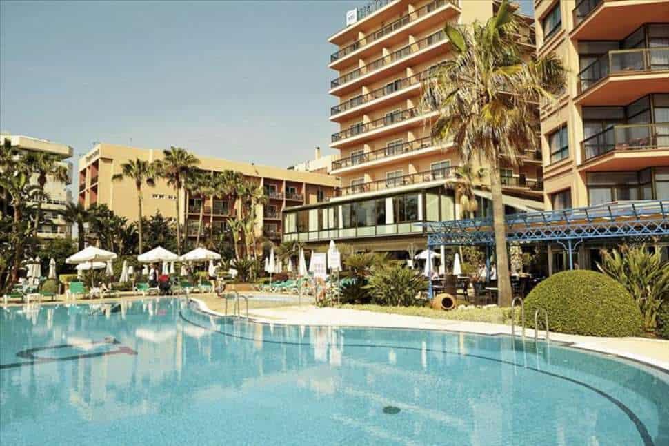 Zwembad van Hotel Amaragua in Torremolinos, Costa del Sol, Spanje