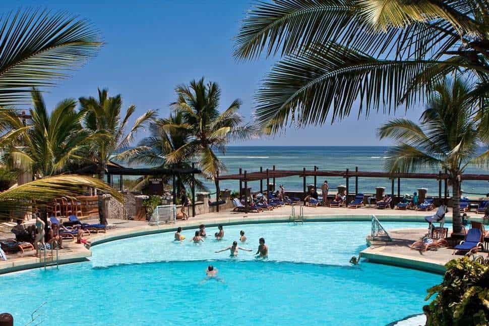 Zwembad van Leopard Beach Resort & Spa in Diani Beach, Kwale, Kenia