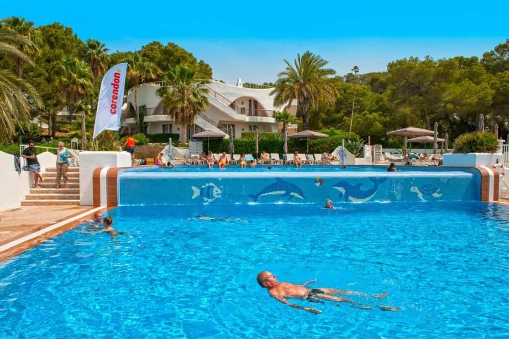 Zwembad van Marble Stella Maris Ibiza in Cala Gracio, Ibiza, Spanje