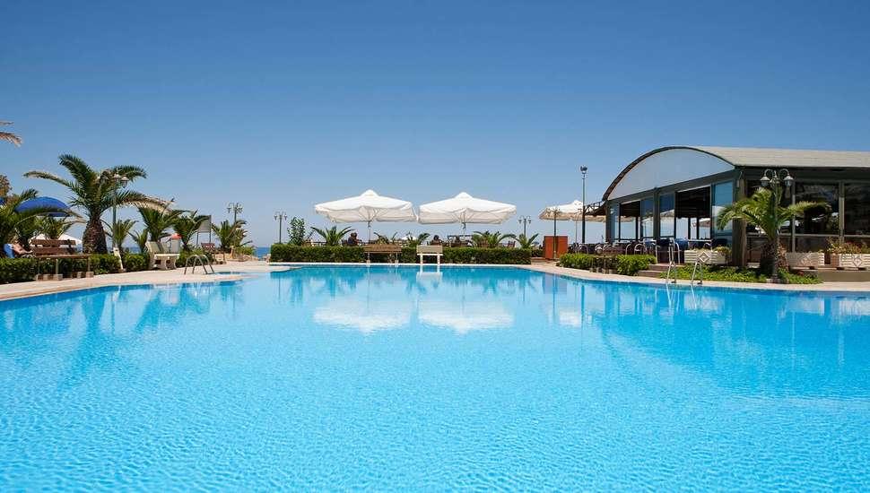 Zwembad van Marino's Beach Appartementen in Rethymnon, Kreta, Griekenland